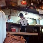 かろのうろん - 町の食堂の雰囲気