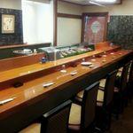 もち月寿司 - 3 店内・カウンター席の一例
