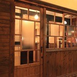 函館開陽亭別邸大三坂 - 場所は南5条店の道路を挟んで向かい側。扉を開ければ大人の落ち着ける空間。