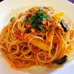 Bevitore - ツナとオリーブのトマトパスタ
