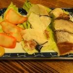 とっちゃんぼうや - 鯨珍味晩酌セット1200円左からベーコン、切りウネ、さえずり