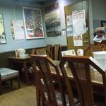 奄美 沖縄料理 しまん人 - 店内の雰囲気