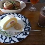 Cafe Celeste - 桃のロールケーキとココア