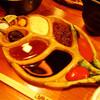 串衛門 - 料理写真:串衛門の串揚げは、特注オリジナルのタレ皿でどうぞ。