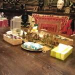 13937498 - 店内のテーブル、一階はこれがひとつ