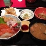 北の海道 - ランチのお勧め海鮮丼定食900円