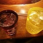 酒場 びいどろ - 黒糖焼酎・朝日のロックとチェーサー