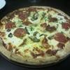 タイヨー ステーキ ハウス - 料理写真:ミックスピザ、日本のピザのMサイズくらい15ドル(約1200円)