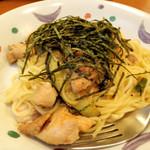 ヴィアマンマ  - 若鶏となすのしょうが風味しょうゆ味パスタ