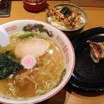 喜多方らーめん こだわり醤油 一新 - 塩らー麺+ピリ辛ネギチャーシュー丼セット