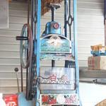 氷工房 石ばし - 手回しのかき氷機♪日本に2台しかないそうです。