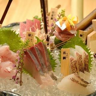 刺身の大鉢盛合せ3品盛り2280円~お造りの単品780円~