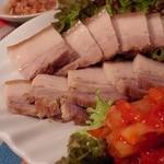 """ann  - 蒸し豚は""""ann""""でも人気の一品★魚介の旨味たっぷりのアミをつければ更にお酒がススみます。。"""