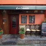 ラ・コモディタ - オレンジの外壁が目印です☆