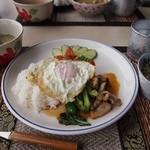 タンタワン - ランチセット(鳥肉のバジル炒め)
