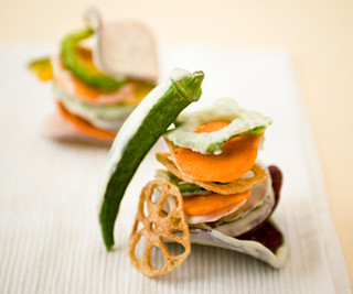 パティスリーブラザーズ - 【ベジフルチョコレート–プラス】野菜やフルーツの新しい楽しみ方を提供したい!野菜やフルーツの姿形はもちろん、風味もそのままに、サクサク食感の甘くて美味しいチップスに仕上げました。