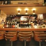 プラセボ - カウンター正面 お酒が一望できます!