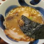 麺や葵 - つけ汁のアップ