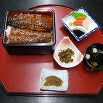 坪清 - 料理写真:うな重・松(2625円)