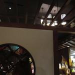 ニャー・ヴェトナム - 窓と天井