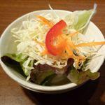 カレー リーブス - サラダのアップ
