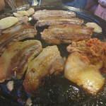 韓豚屋 - いい焼き具合です^^