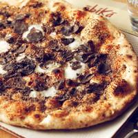 Pizza タルトゥーフォ