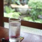 古桑庵 - 冷たいお水をいただきながら。