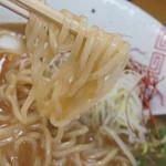 らーめん 弥七 - 醤油らーめんの麺