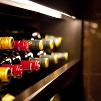 世界各国の希少なヴィンテージから届く、上質を極めたワインやシャンパンをご用意