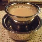 カルナータカー - マドラス式ミルクコーヒー(\400)