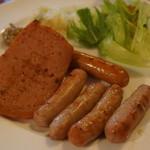 エフエフ - 料理写真:焼きソーセージ3種盛り