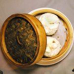チャイナムーン - フカフカの皮が美味しいい数量限定の特製肉まん【新宿三丁目】【中華料理】【点心】