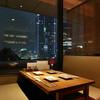 東京 今井屋 本店 - 内観写真:東京駅の夜景を望む人気の席