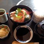 加賀屋 - 料理写真:海鮮丼 1500円