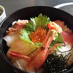 加賀屋 - 料理写真:海鮮丼のアップ