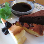 味工房ナウシカ - 「3種のケーキ盛り合わせ」は、チーズケーキ、チョコケーキ、ブルーベリーのタルトを味わうことができます。