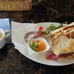 INFINITI - ボリューム満点のサンドイッチ