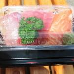 鮮魚仕出し 幾の家 - 刺身丼 3点盛り 750円。
