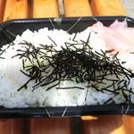 鮮魚仕出し 幾の家 - ごはんと刺身は別盛りです。