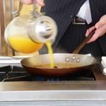 デルレイ - オレンジジュースをたっぷり注ぎ・・・クレープイン!