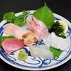 神月 - 料理写真:おまかせ刺身盛(1,000円)マグロ、サワラ、金目鯛、ホラ貝、マコカレイ、生タコ