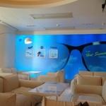 フィアットカフェ - 白い大きなソファ、ゆとり空間