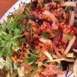 ダオタイ - ネームクルック タイソーセージとカリカリもち米のタイハーブサラダ
