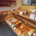COPAIN MONTMARTRE - 陳列されたパンの様子。 2012.07ver