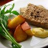キッチン わたりがらす - 料理写真:日向地鶏と臭みの少ない白レバーを使用した軽やかな味わいのパテ。