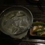 鹿田町 ムラサメ - 付け出しと焼酎水割り