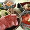 悠流里 - 料理写真:村上牛の陶板焼きと鮭の親子丼を組み合わせました。3100円