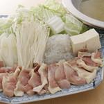 鳥料理 有明 - 軍鶏スープ炊き 丸鶏白湯で煮込んだ軍鶏肉をおろし醤油で