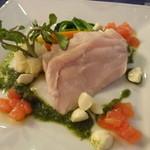ラ・フレノア - 料理写真:きぬの鶏胸肉のポシェ トマト・モッツァレラチーズ・バジルのカプレーゼ仕立てのソースで